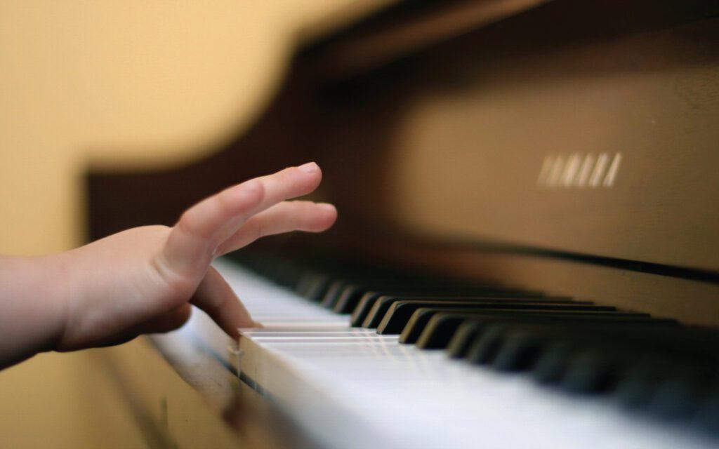 بهترین سن شروع یادگیری پیانو، چه سنی است؟