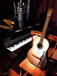 کدام گیتار برای شروع نوازندگی مناسب است؟