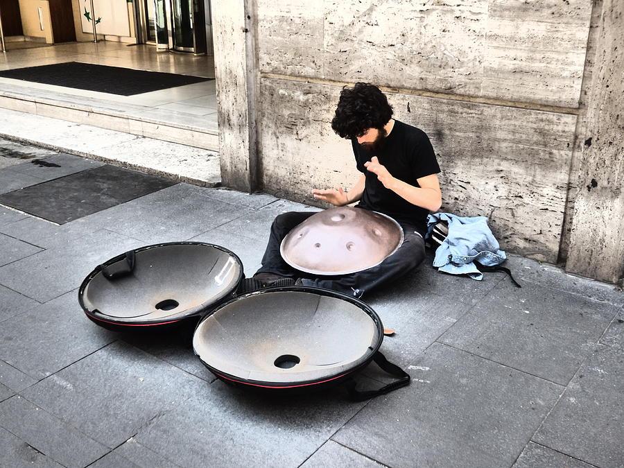 هنگ درام ، سازی محبوب برای نوازندگان خیابانی